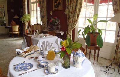 La_Villa_Les_Pins_Chambres_dhotes-Vacquiers-Breakfast_room-541814.jpg