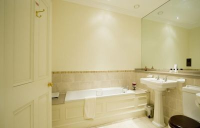 Bathroom Stoke Rochford Hall