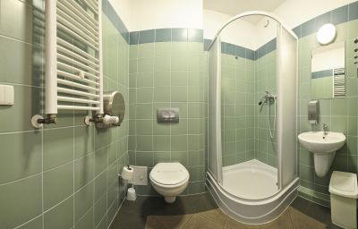Gdanska_Szkola_Floretu-Gdansk-Bathroom-2-544504.jpg
