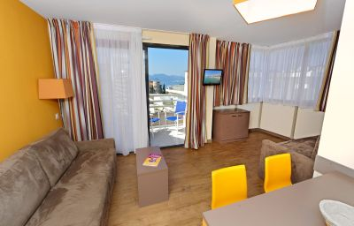 AppartHotel_Odalys_Les_Felibriges-Cannes-Double_room_standard-3-546358.jpg