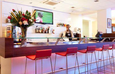 Bar hotelowy ibis Bata