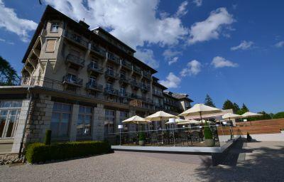 Grand_Hotel_des_Rasses-La_Sarraz-Terrace-547559.jpg