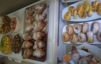 Bufet śniadaniowy L'Aretino