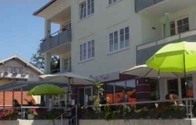 Фасад Cafe Moment Pension Bad Tölz (Bayern)