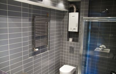 Apartment4you_Plac_Bankowy-Warsaw-Bathroom-2-550638.jpg