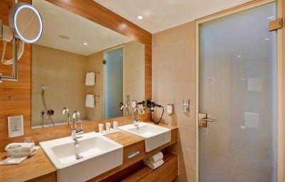 Bathroom Ramada Hotel & Conference Center München Messe