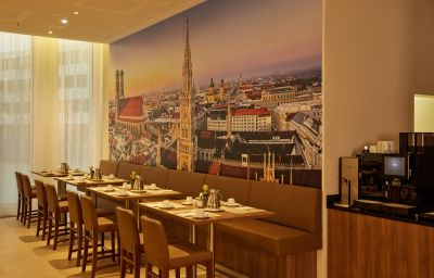 Breakfast room Ramada Hotel & Conference Center München Messe