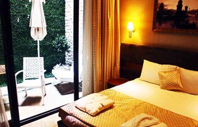 Efendi-Istanbul-Double_room_superior-2-553795.jpg