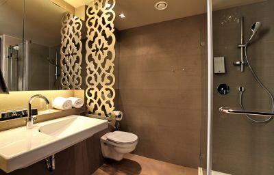 Falkensteiner_Hotel_Belgrade-Belgrade-Bathroom-563685.jpg