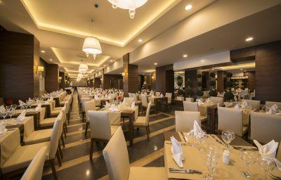 Ramada_Resort_Lara-Antalya-Restaurant-6-580477.jpg