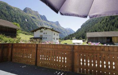 Haus_Alpenrose-Sankt_Leonhard_im_Pitztal-Aussenansicht-4-617284.jpg