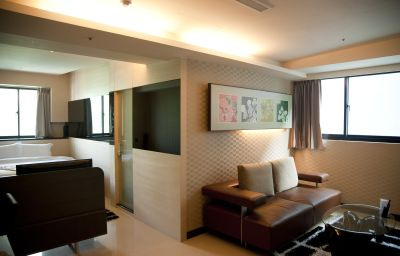 Kung_Shang_Design_Hotel-Kaohsiung-Four-bed_room-628948.jpg