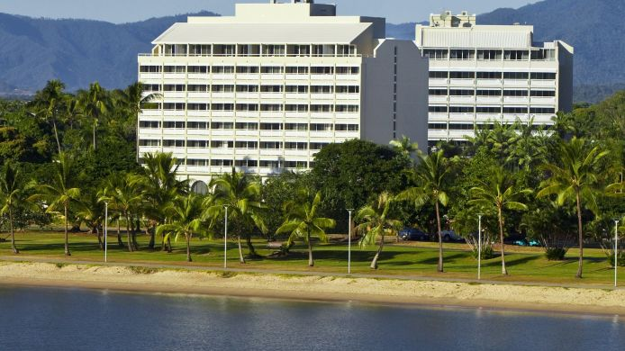 Exterior view Holiday Inn CAIRNS HARBOURSIDE