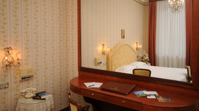 Double room (standard) Grand Hotel Excelsior