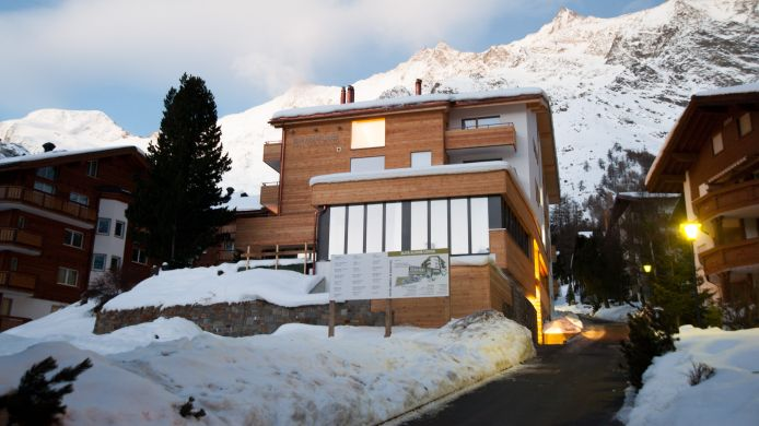 Exterior view Elite Alpine Lodge