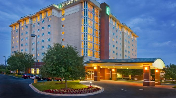 Buitenaanzicht Embassy Suites North Charleston - Airport-Hotel - Convention