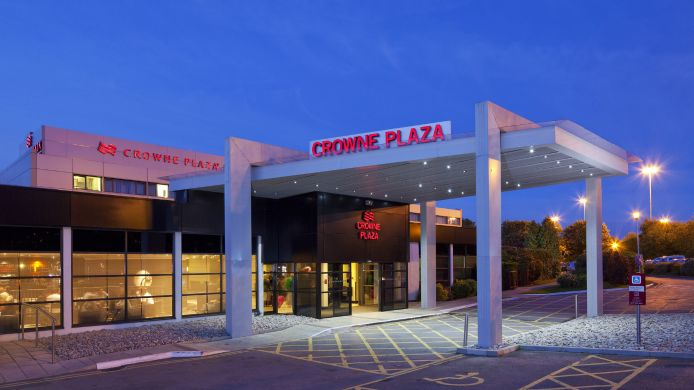 Exterior view Crowne Plaza MANCHESTER AIRPORT