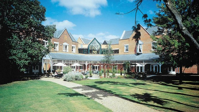 Buitenaanzicht Coulsdon Manor Hotel and Golf Club