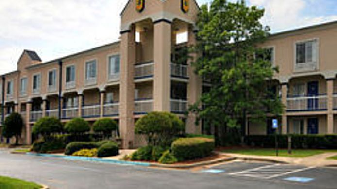 Exterior view NORCROSS INN AND SU