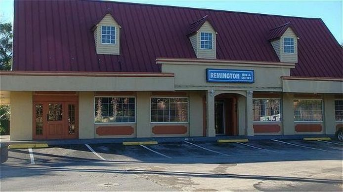 Buitenaanzicht REMINGTON INN AND SUITES