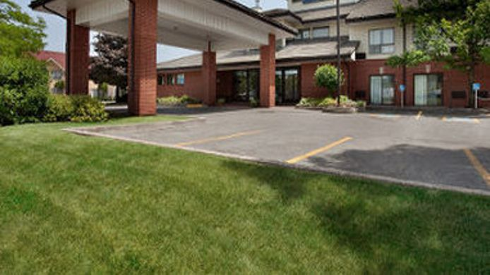 Exterior view Quality Inn Barrie