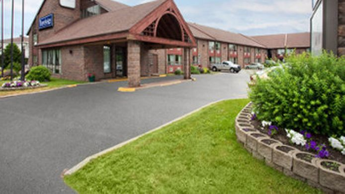 Exterior view TRAVELODGE NORTH BAY LAKESHORE
