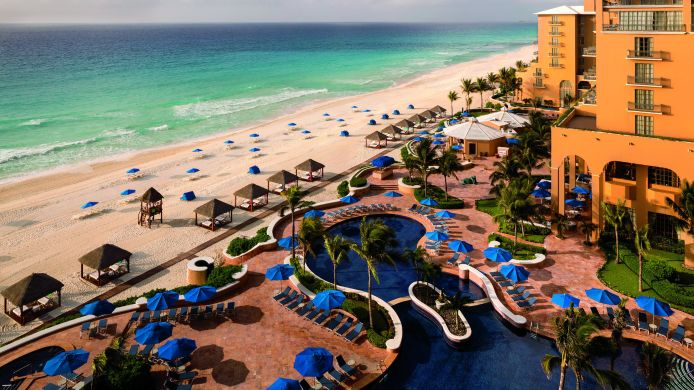 Buitenaanzicht The Ritz-Carlton Cancun