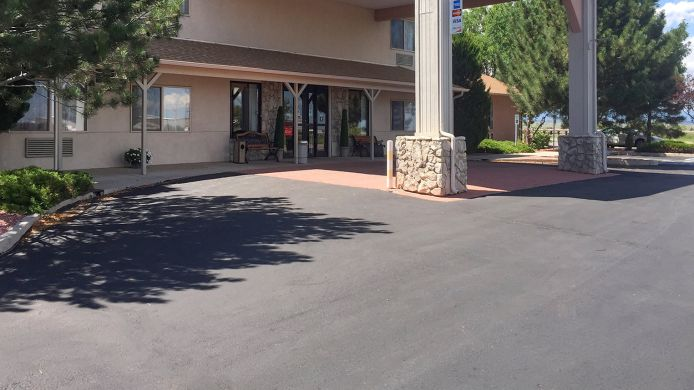 Exterior view Econo Lodge  West