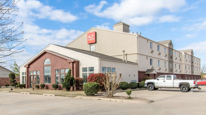 Exterior view Econo Lodge Inn & Suites