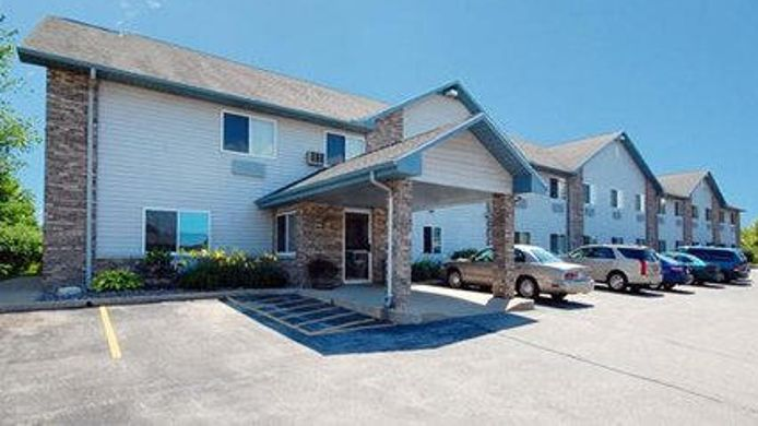 Exterior view Quality Inn & Suites Sturgeon Bay