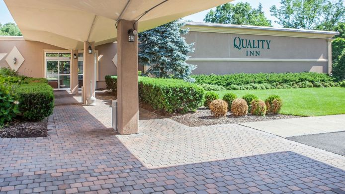 Exterior view Quality Inn Ledgewood