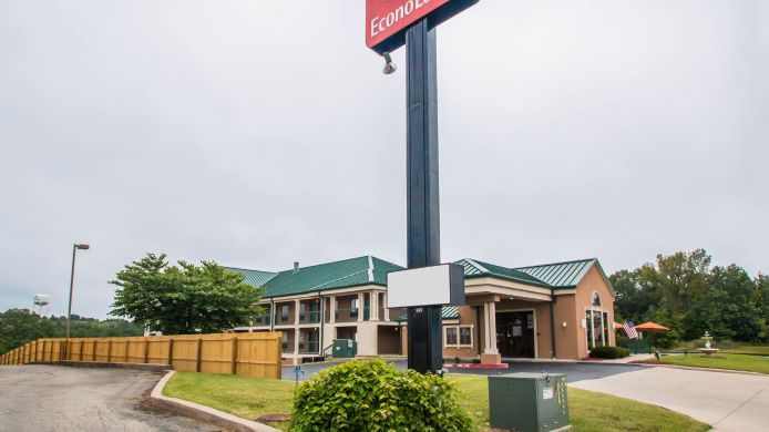 Exterior view Econo Lodge at Thousand Hills
