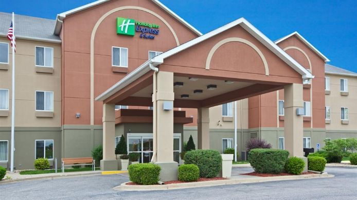 Buitenaanzicht Holiday Inn Express & Suites BEDFORD