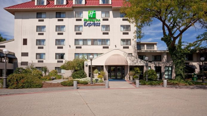 Exterior view Holiday Inn Express BOSTON-WALTHAM
