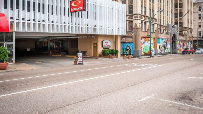 Buitenaanzicht Econo Lodge Downtown