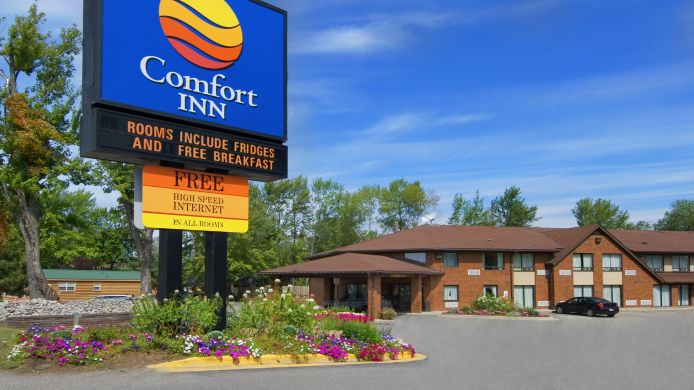 Buitenaanzicht Comfort Inn North Bay