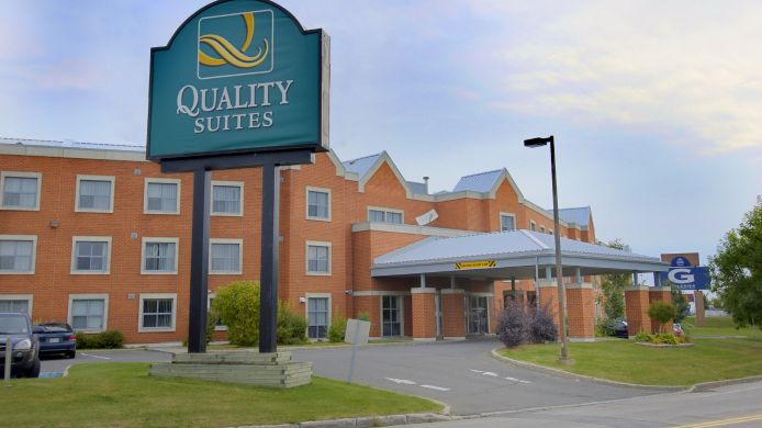 Exterior view Quality Suites Quebec