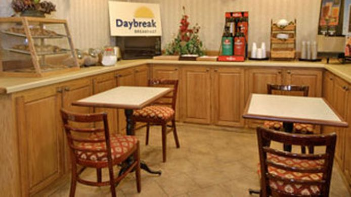 Buitenaanzicht DAYS INN & SUITES COLLIERVILLE
