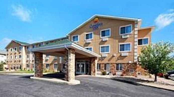 Exterior view Quality Inn & Suites Wisconsin Dells