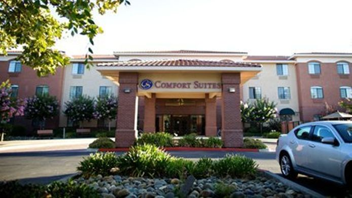 Exterior view Holiday Inn Express & Suites DAVIS - UNIVERSITY AREA