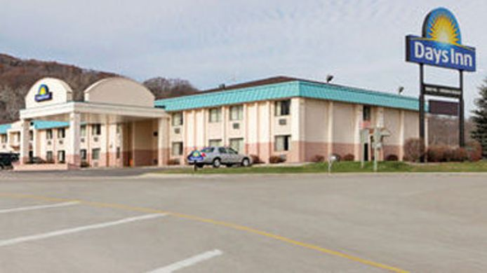 Exterior view DAYS INN PORTAGE