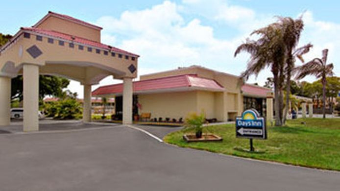 Exterior view DAYS INN SARASOTA AIRPORT
