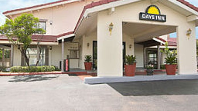 Buitenaanzicht DAYS INN DOWNTOWN-RIVERWALK AR