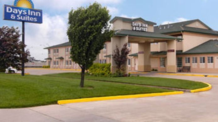 Exterior view DAYS INN & SUITES WICHITA