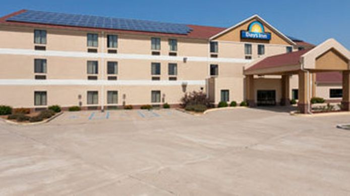 Exterior view DAYS INN JEFFERSON CITY