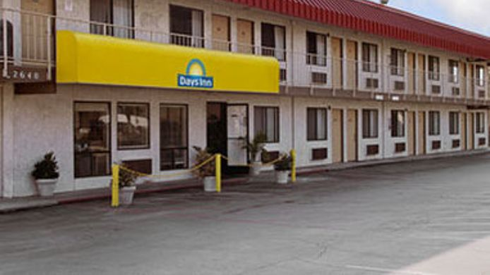 Exterior view DAYS INN FRESNO SOUTH