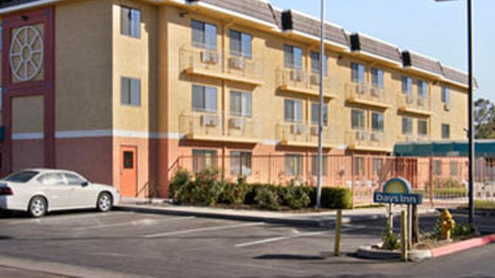 Exterior view DAYS INN WOODLAND