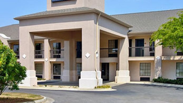 Exterior view DAYS INN AND SUITES FORT VALLE