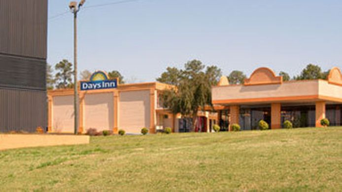 Exterior view DAYS INN CLANTON AL