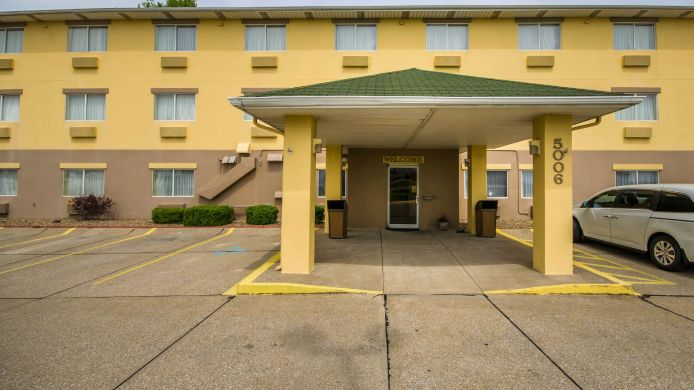 Exterior view Quality Inn East